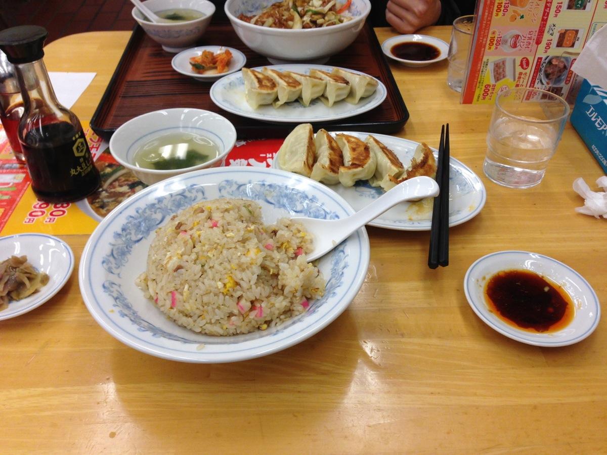 ぎょうざの満州宮原駅前店のチャーハンと焼餃子
