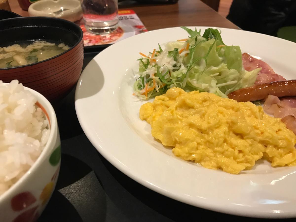 デニーズ浅草雷門店のDenny'sモーニングスクランブルエッグ + ごはんみそ汁セット