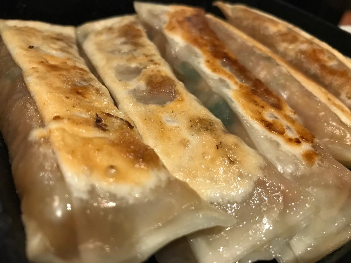 紅虎餃子房有楽町店の鉄鍋棒餃子(5個)