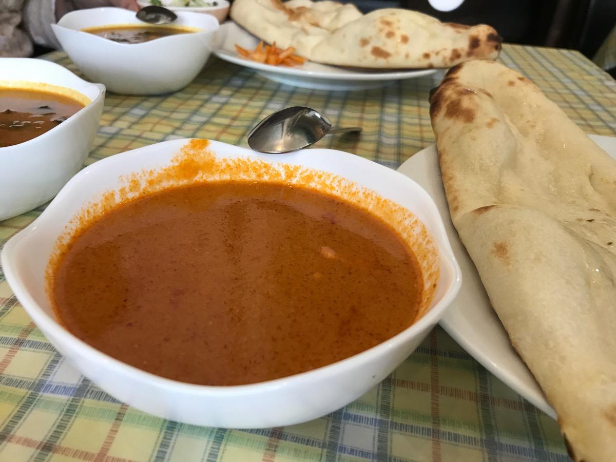 インド料理ダウンタウンビーズのカレーランチ(バターチキン)