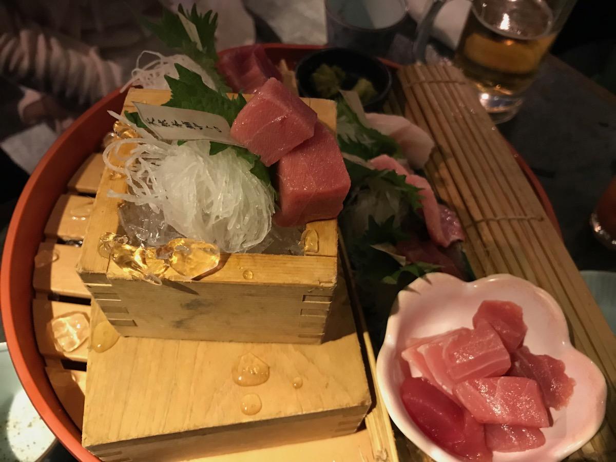 ニッポンまぐろ漁業団新橋店のまぐろ尽くし五点食べ比べ