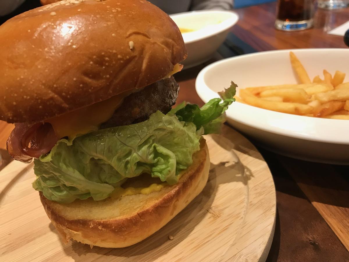 格之進Nikutellの肉汁たっぷりハンバーガー