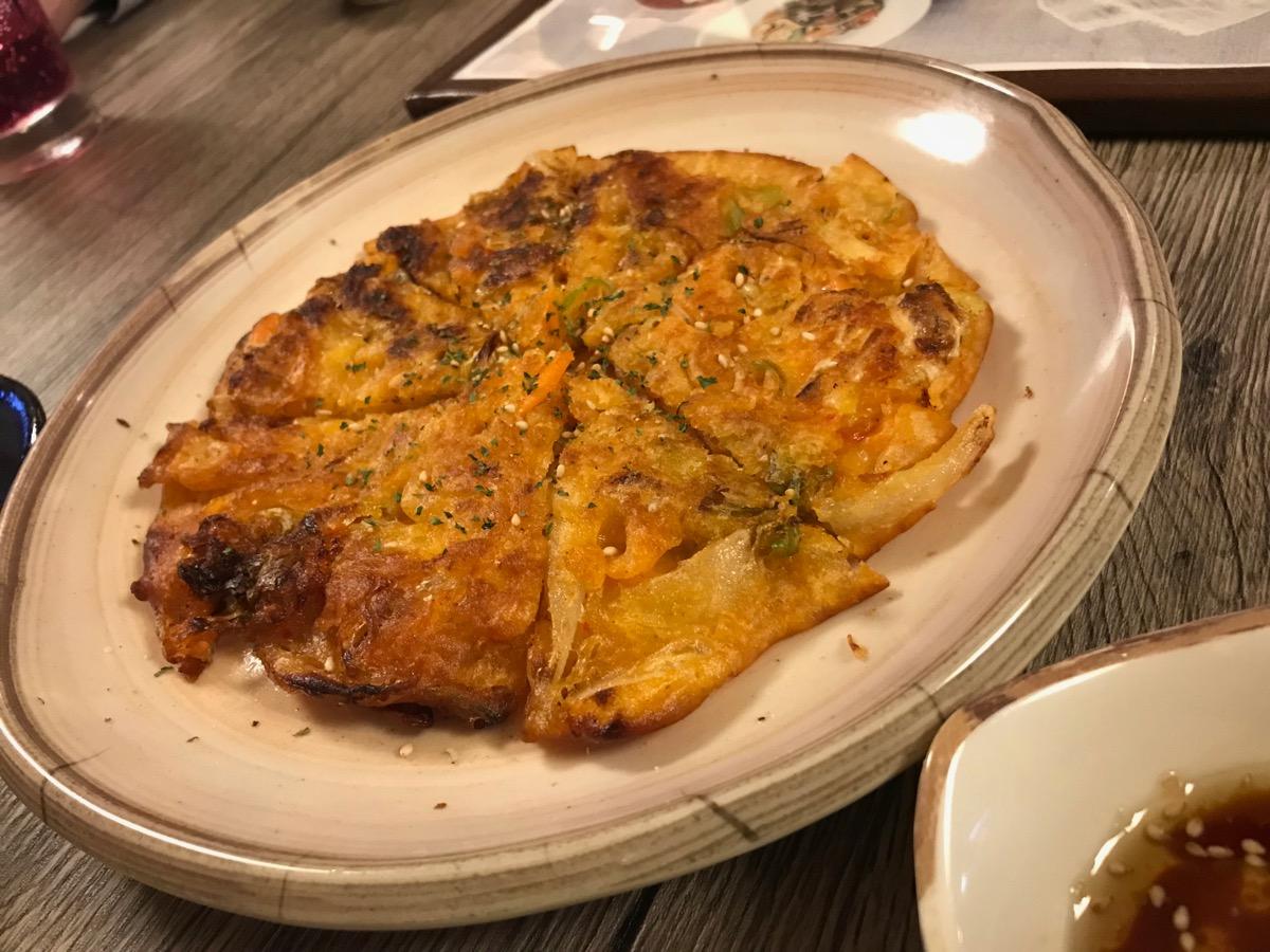 韓国料理サランバンのキムチチヂミ