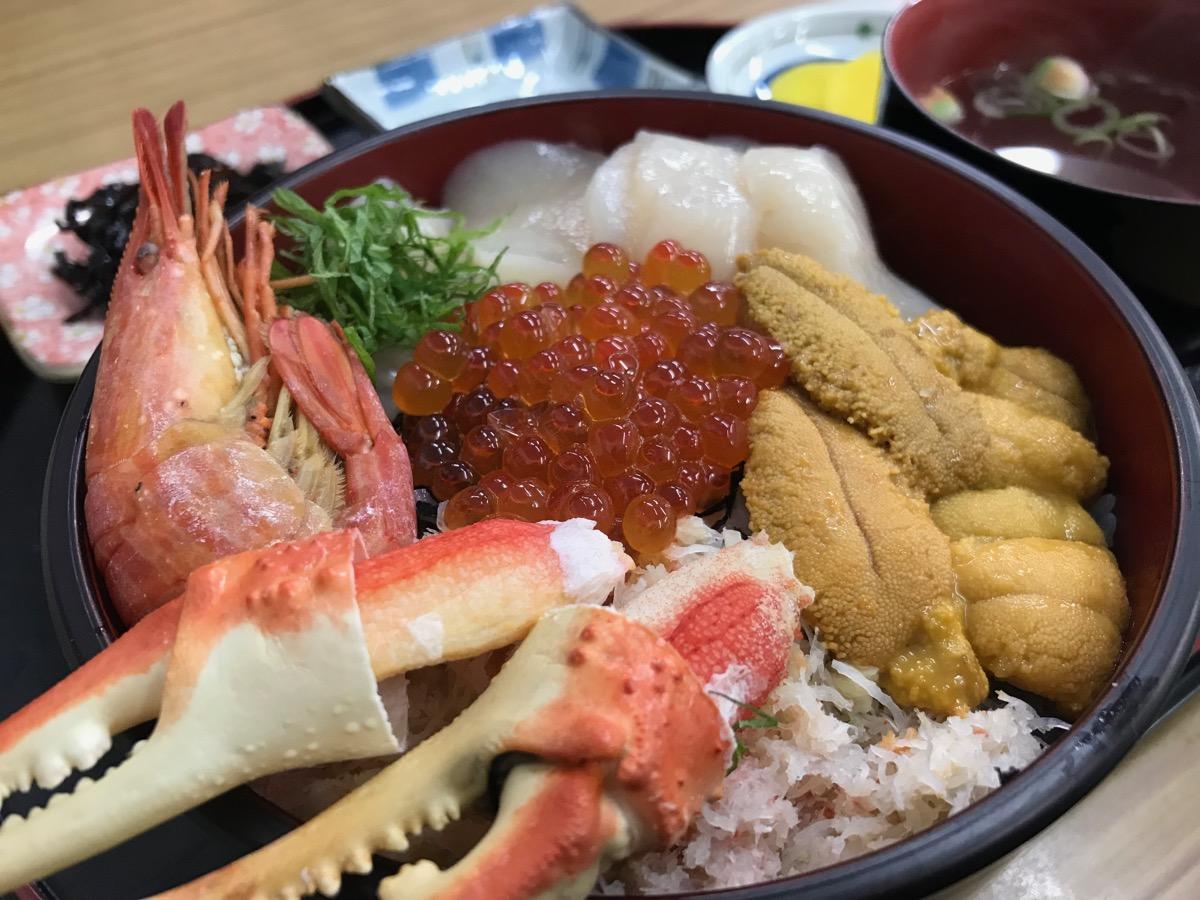 みなとやの海鮮ノシャップ岬丼