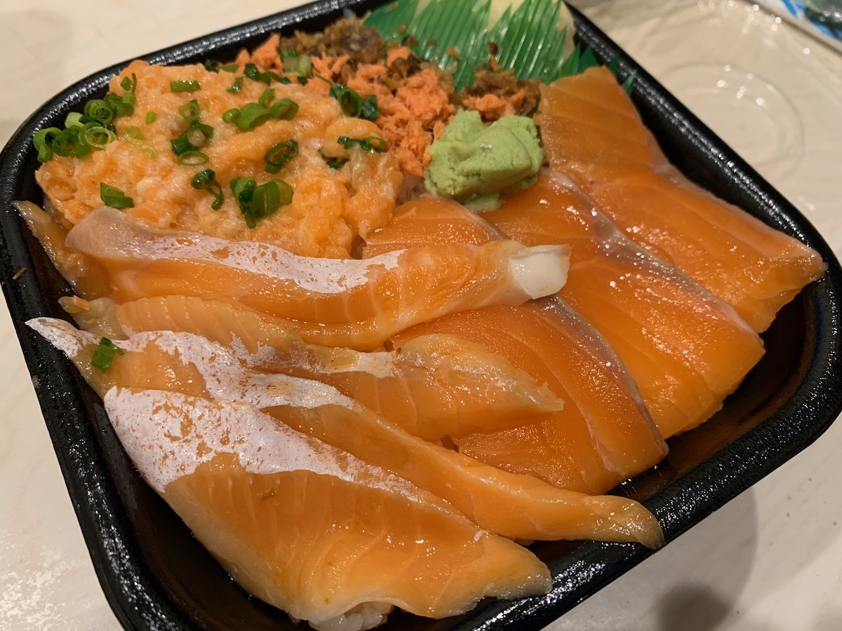 丼丸One笹舟四つ木店のサーモンづくし丼
