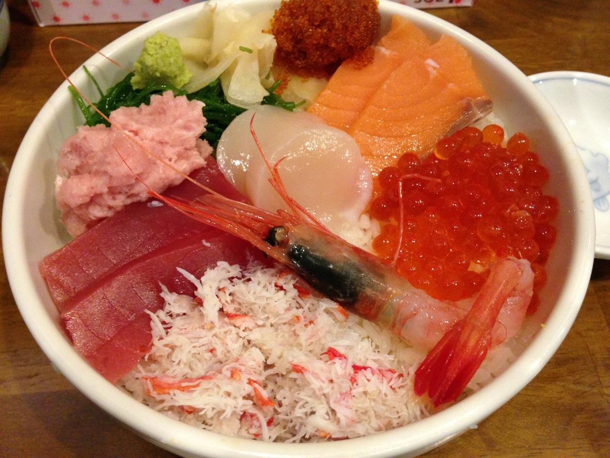 海鮮丼屋小樽ポセイ丼小樽本店のよくばり海鮮丼