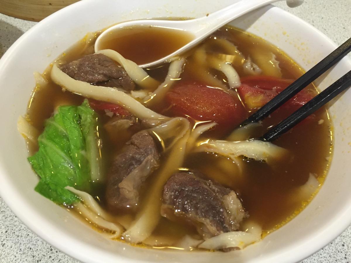 一品山西刀削麺の蕃茄牛肉湯麺