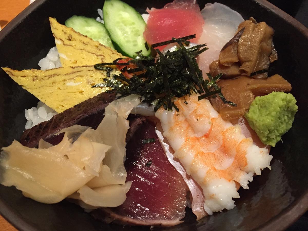 魚菜や朝次郎アミュプラザ鹿児島店の海鮮丼