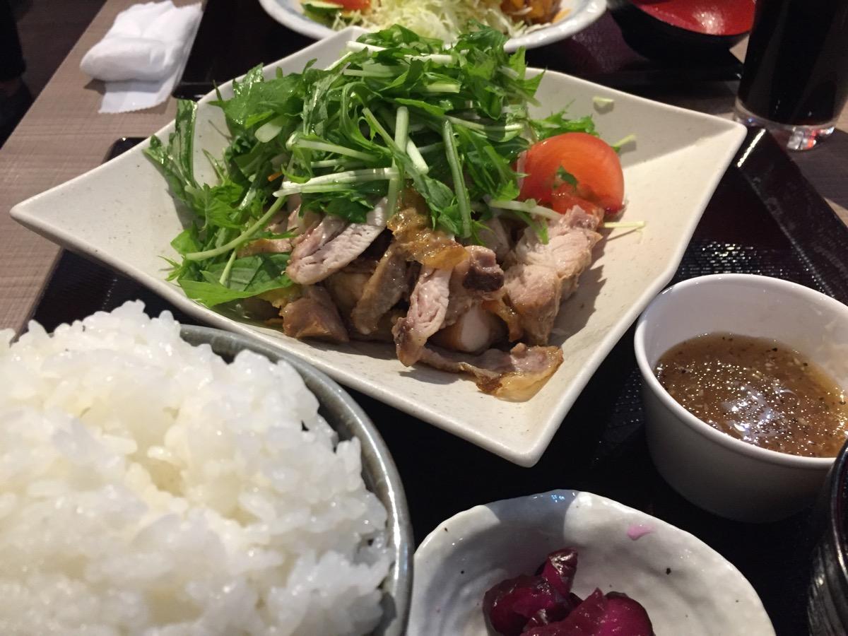 全や総連本店の野菜たっぷり国産鶏もも炙り定食