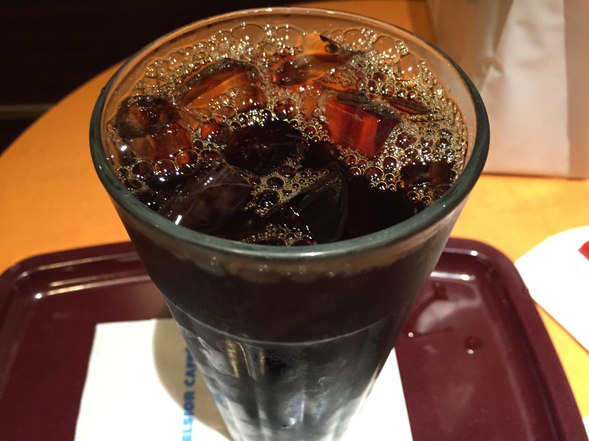 エクセルシオールカフェウィング新橋店のアイスコーヒー