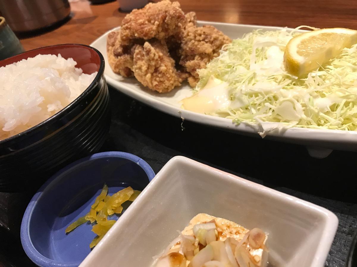 霧笛屋新大手町ビル店の鶏の唐揚げ定食