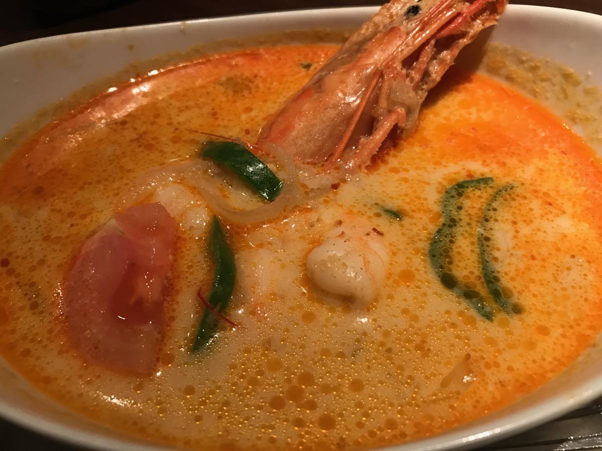 インドネシア小皿居酒屋ワヤンバリの海老のココナッツ煮ランチ(ライス、スープ付き)