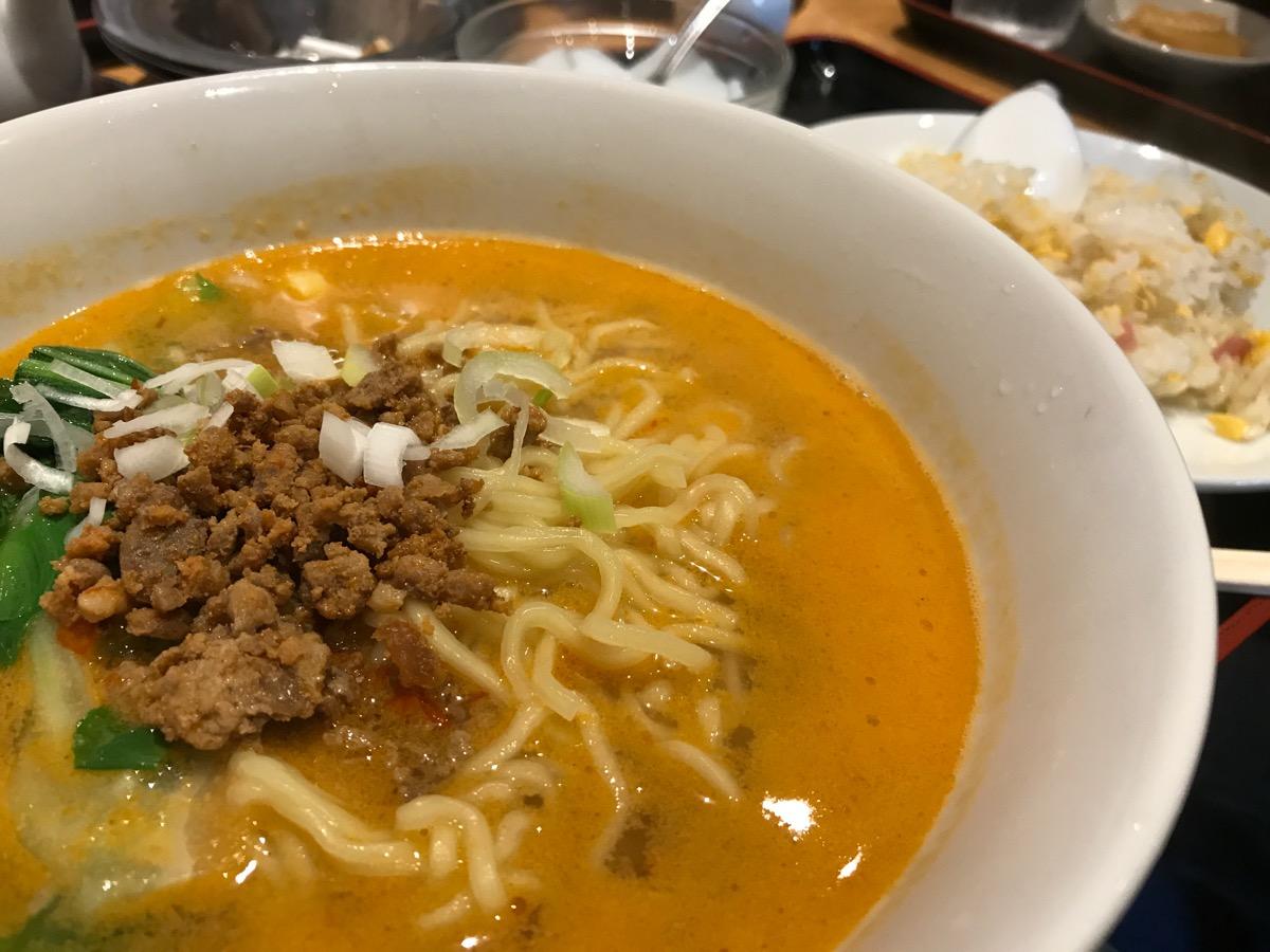 天香園の担々麺半炒飯
