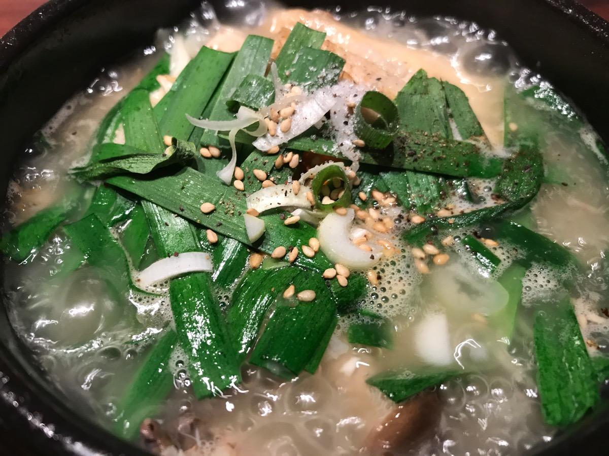 韓国家庭料理チェゴヤ六本木一丁目ティーキューブ店のハーフ参鶏湯セット