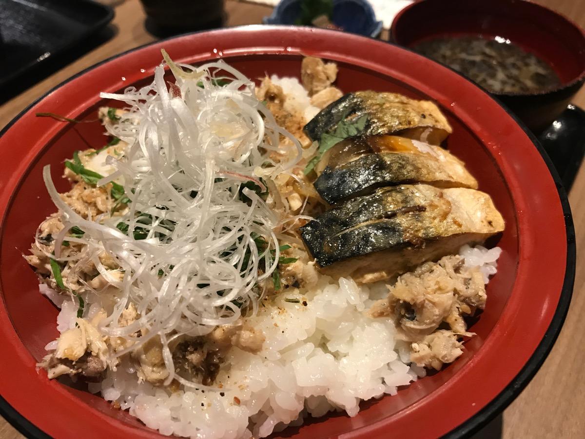 魚光國六本木グランドタワー店の焼きサバ丼