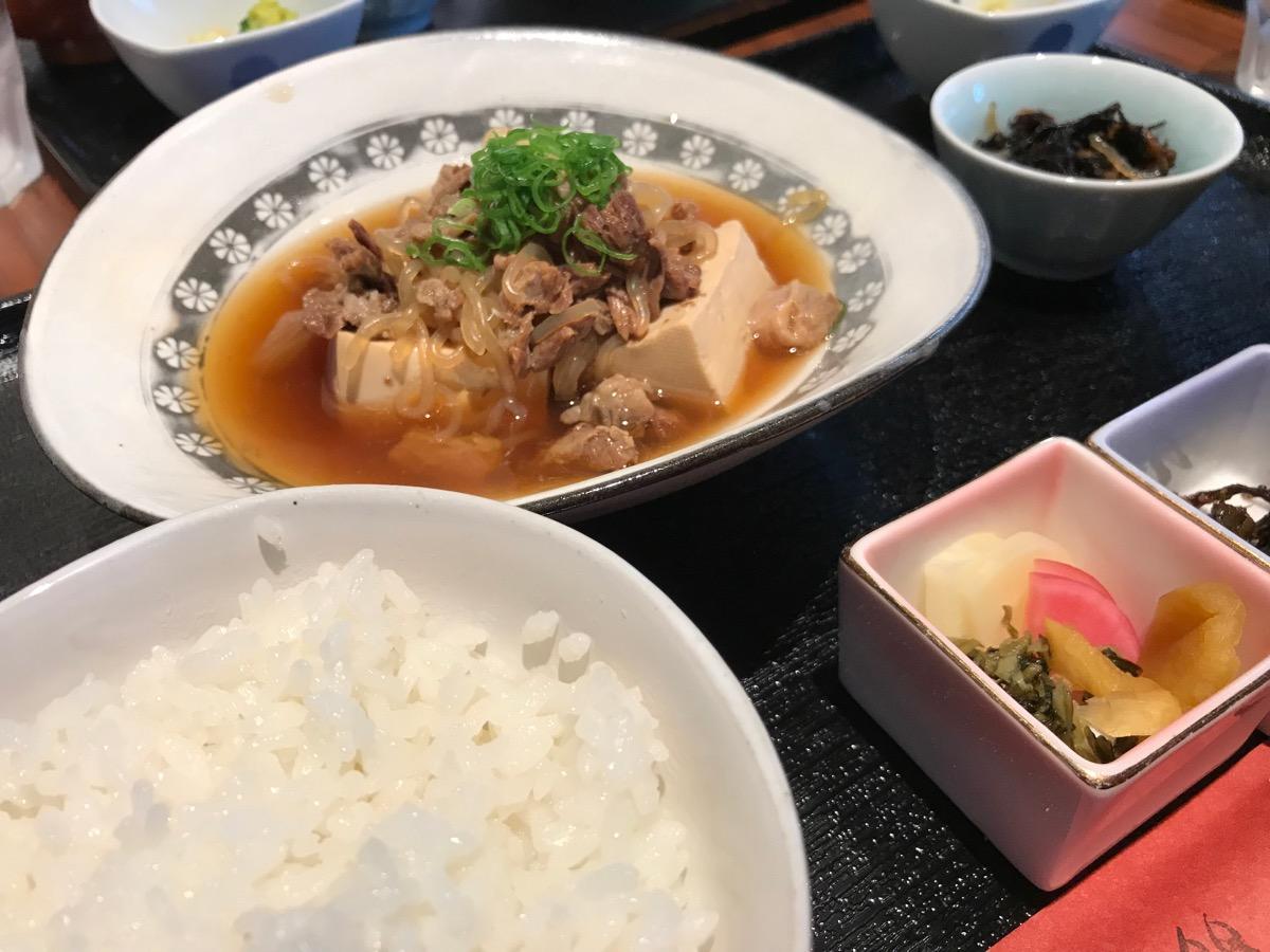 茶彩絲の牛すじ肉豆腐御膳