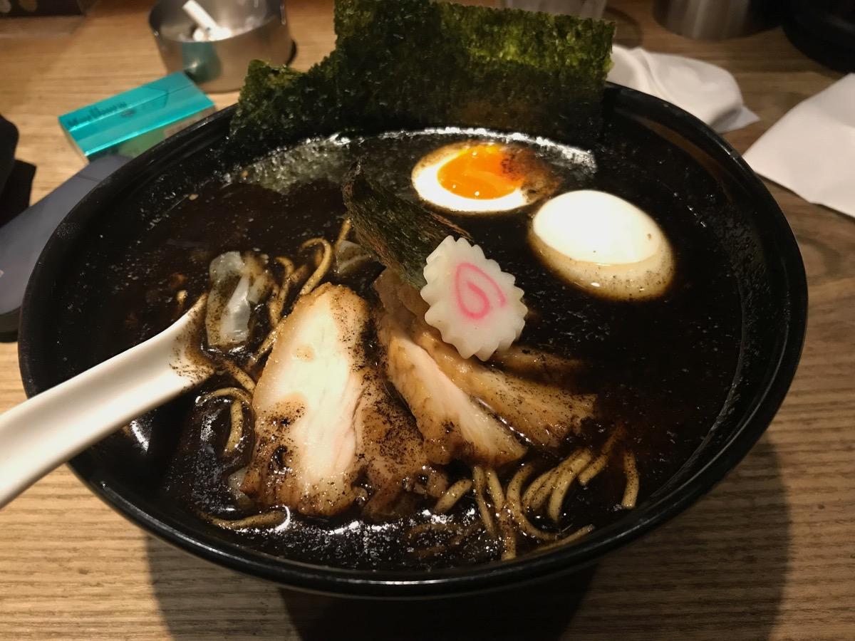 西麻布五行のスペシャル焦がし味噌麺