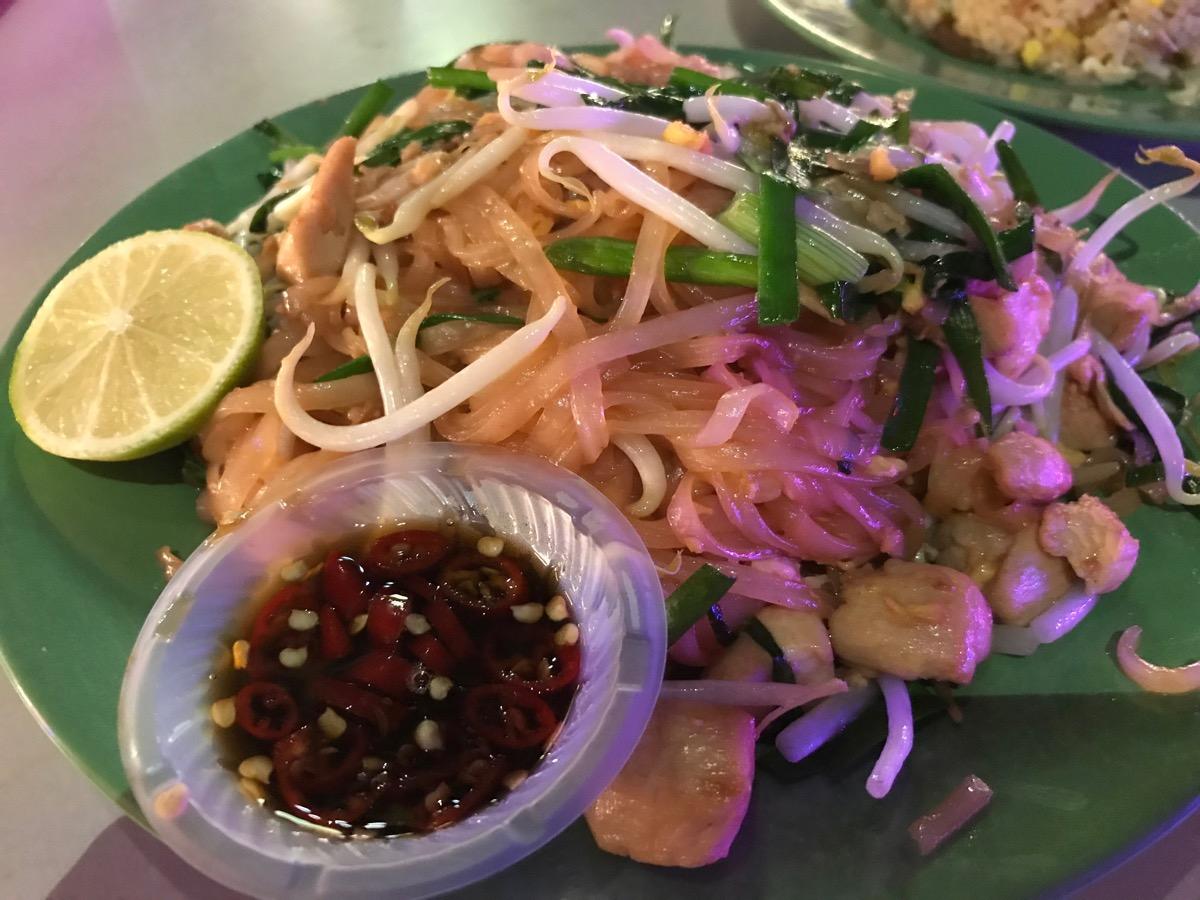 Neighbourhood Food CourtのPhad Thai
