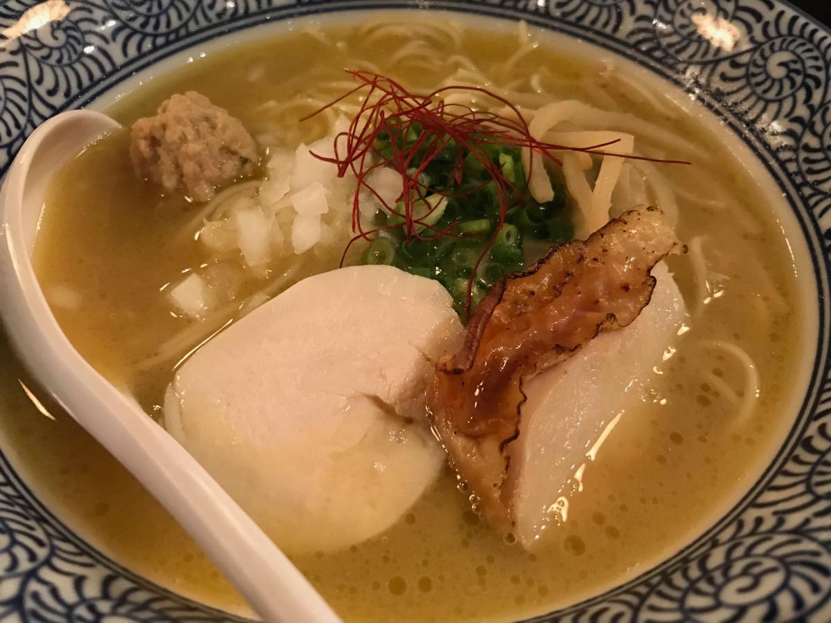 麺屋武一初台店の濃厚鶏白湯そば
