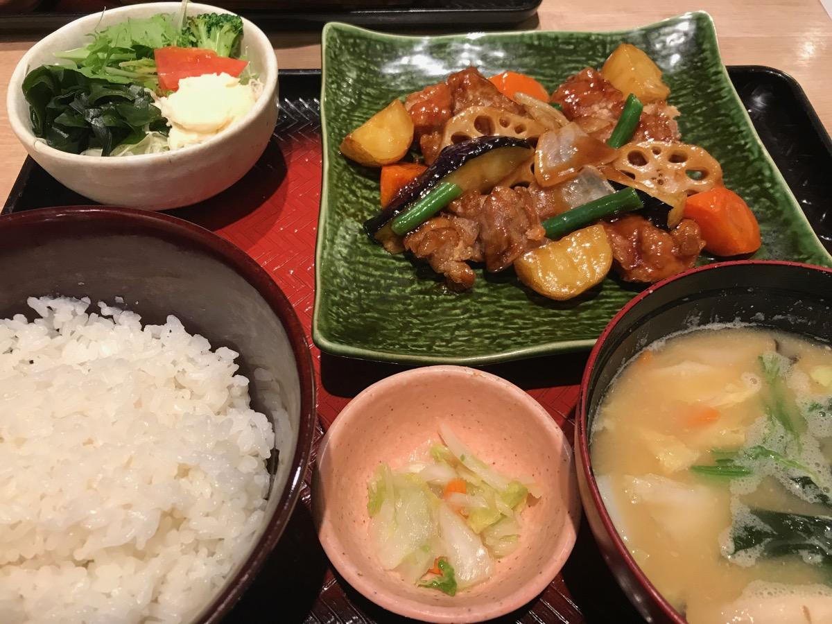 大戸屋ごはん処東京オペラシティ店の鶏と野菜の黒酢あん定食