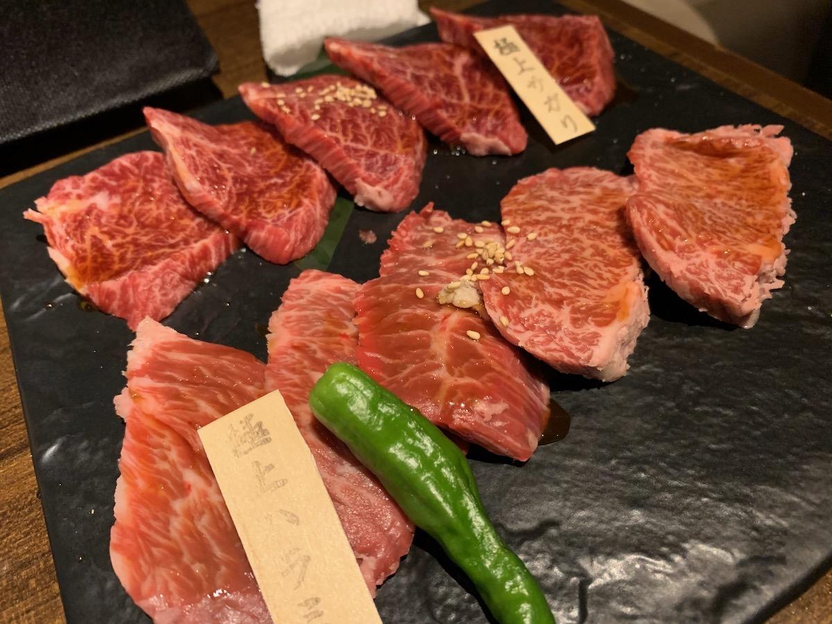 和牛焼肉ブラックホール歌舞伎町本店の極上サガリと極上ハラミ