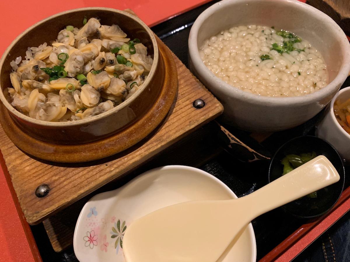 桜の藩東京オペラシティ店の釜飯とたぬきうどん